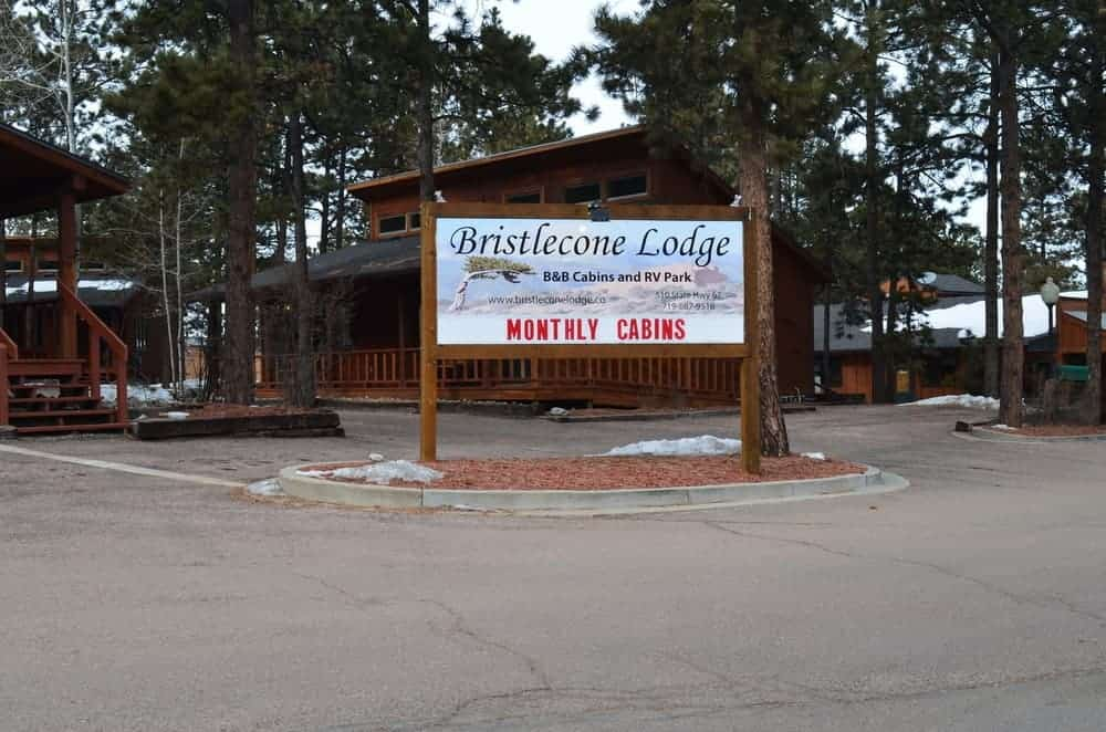 Located on Highway 67, the Bristlecone Lodge is a popular lodge choice for outdoor lovers. They also offer free breakfast and grills.