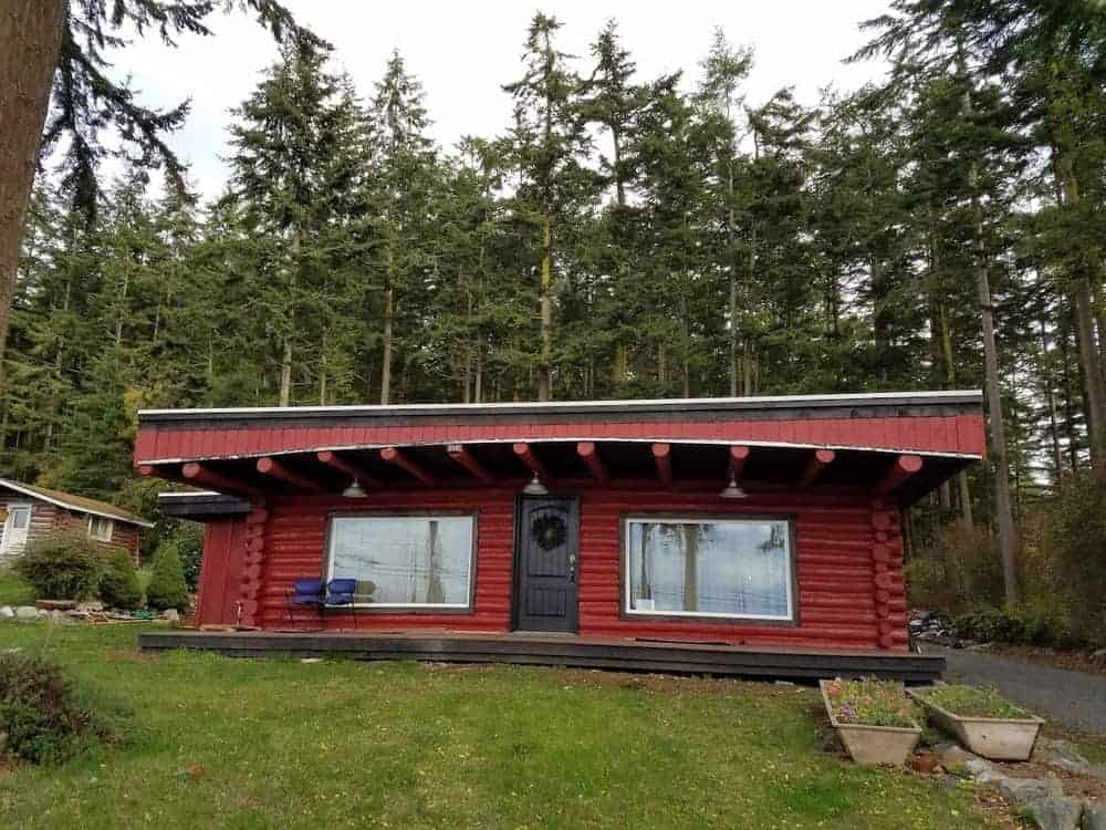A red cabin for rent in Whidbey Island.