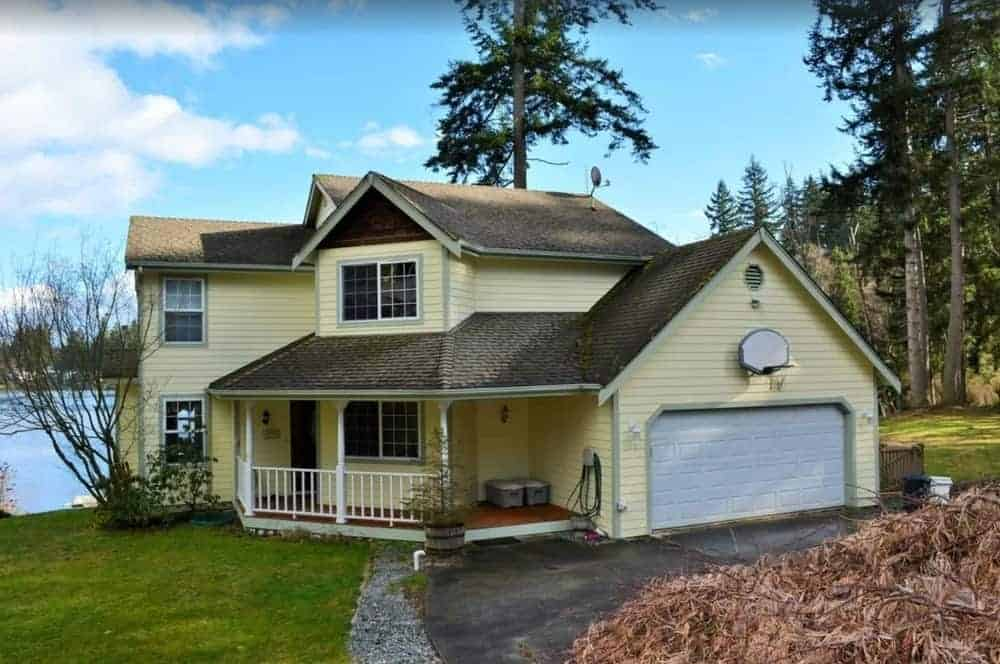 A view of the house for rent beside Deer Lake in Whidbey Island.