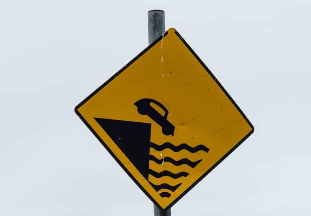 A danger cliff road sign.