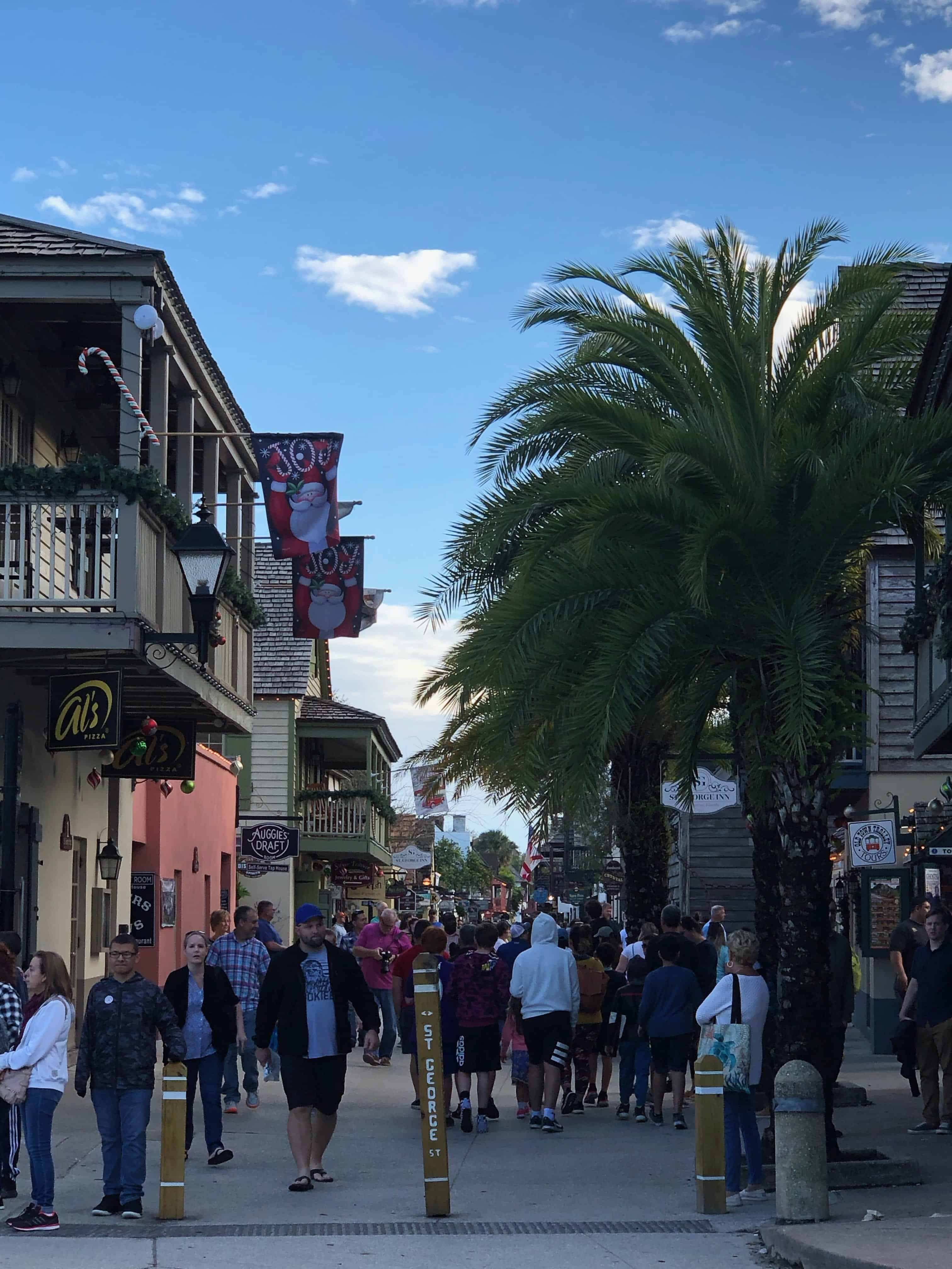 One of the busiest street in St. Augustine is St. George Street, where visitors can see street performers, several shops, restaurants and even tourists attractions. It is also a pedestrian-only road!