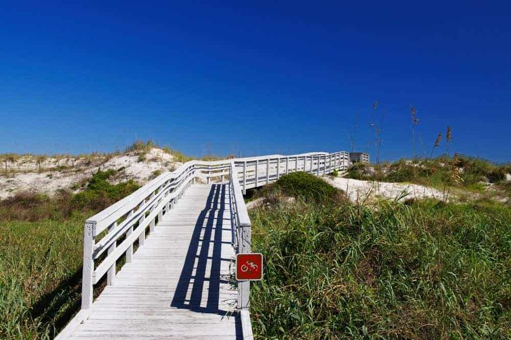Anastasia State Park boasts beautiful surroundings and offers 146 tent and TV campsites, where guests can enjoy the beauty of Florida's nature. It is a popular destination for outdoor buffs.