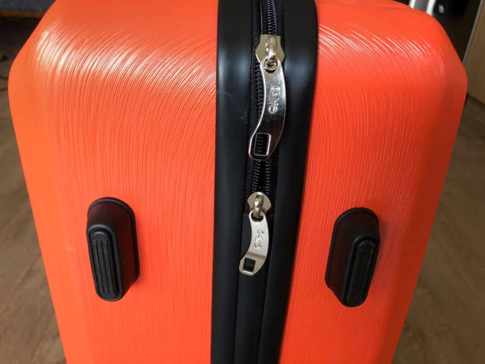 "Close up photo of the Coolife 24"" suitcase zipper"