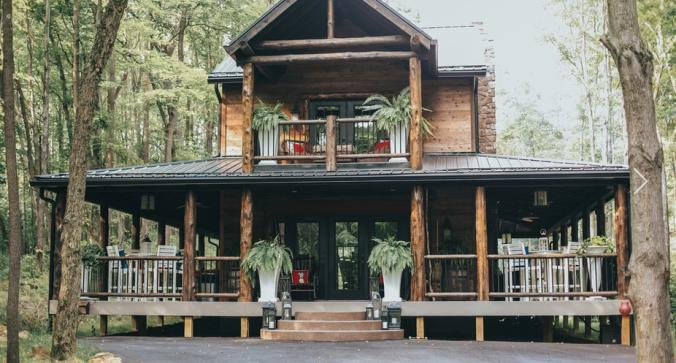 A luxury cabin for glamping in Columbia Woodlands.