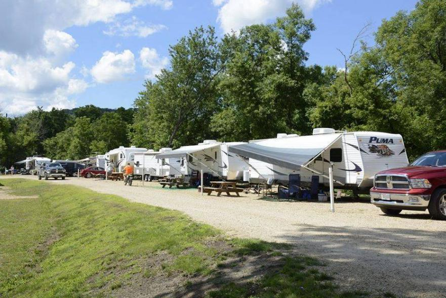 A row of RVs at Kickapoo Stump Dodger Campground.