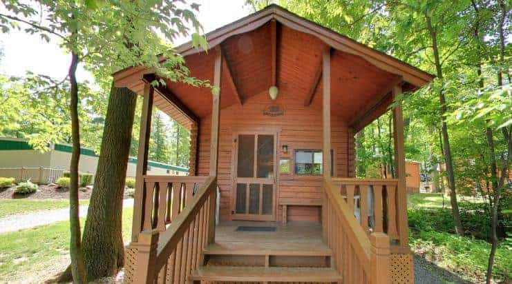A look at a wooden Cabin in Kozy Rest Campground.
