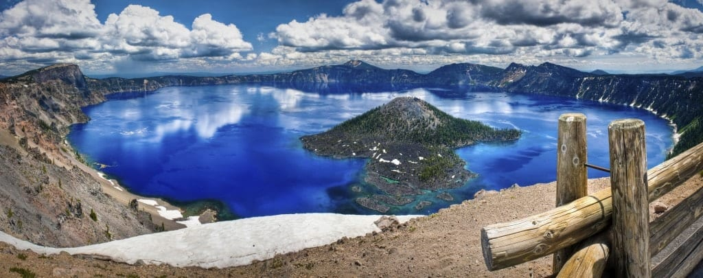 A sweeping view of the Crater Lake National Park and Discovery Island.