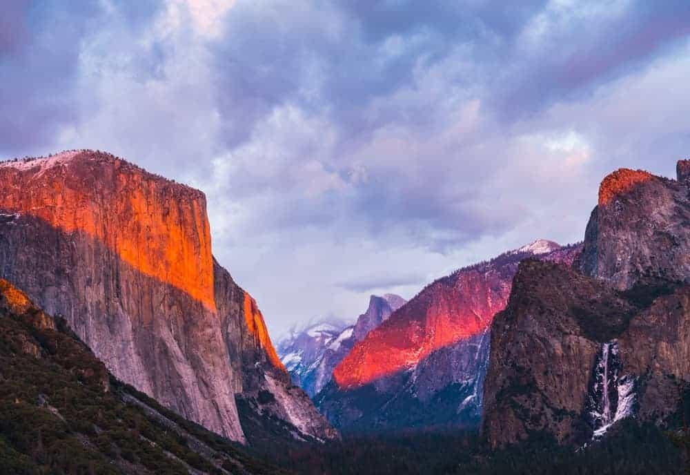 The beautiful rocky cliffs of Yosemite National Park.